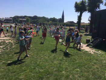 Laatste schooldag: gezameNlijk spel en uitspuiten zesdes